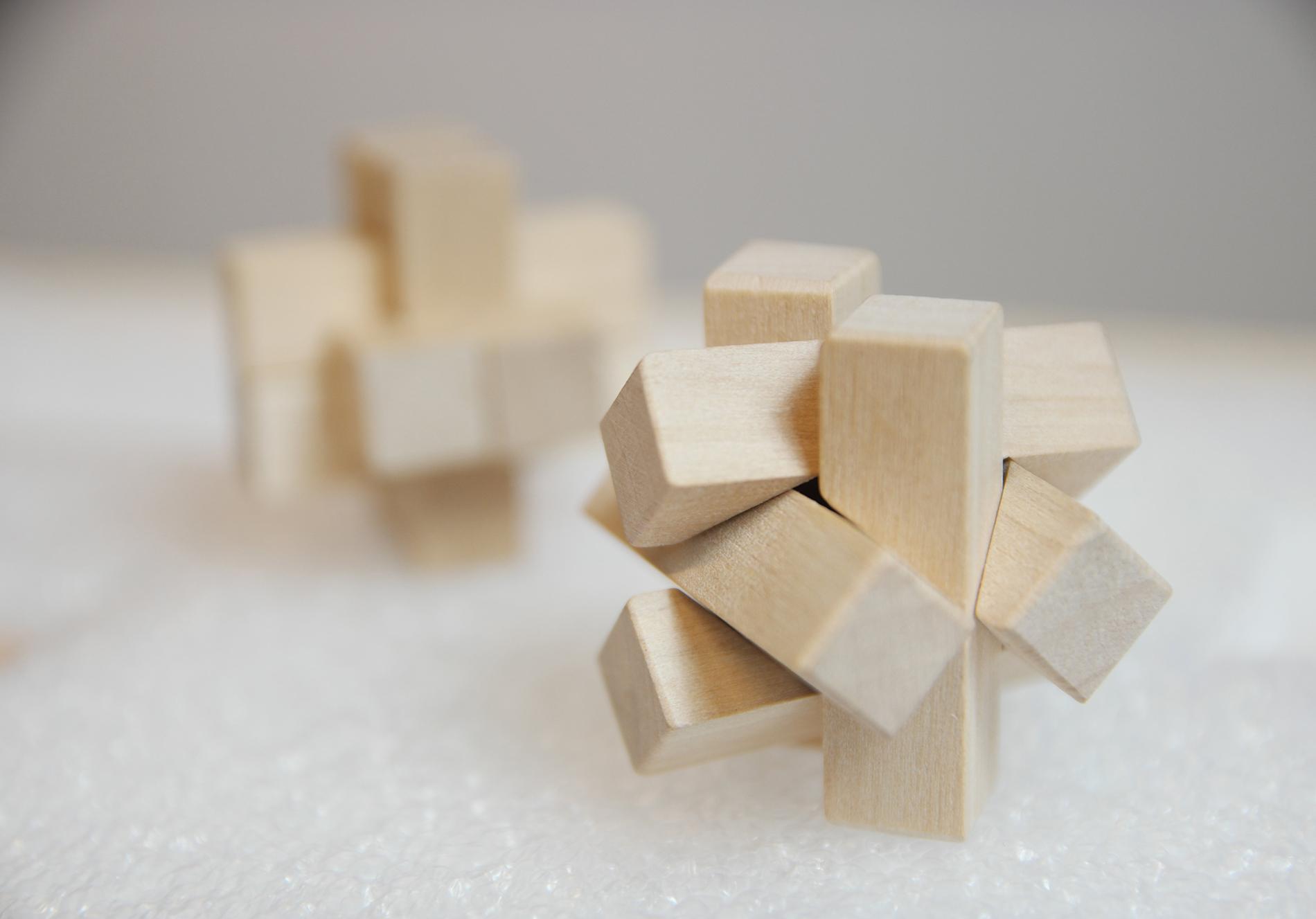 Six woodenblocks linked together.