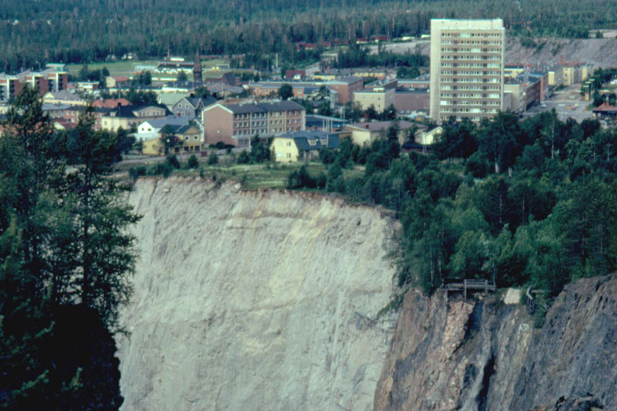 The village Malmberget on the rim of the deep mine shaft.